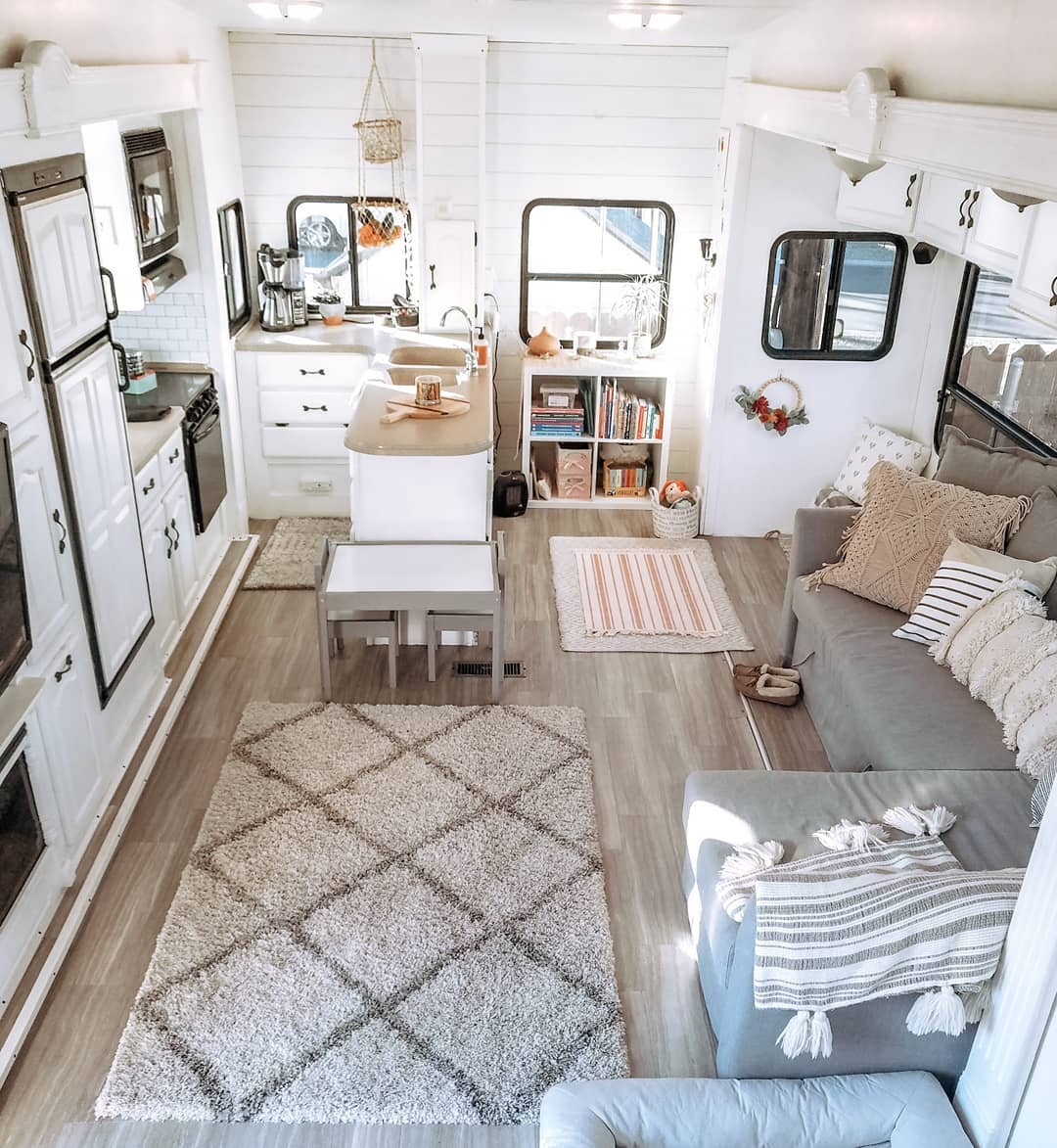 Modern RV remodel – Twinning in our 5thwheel feature