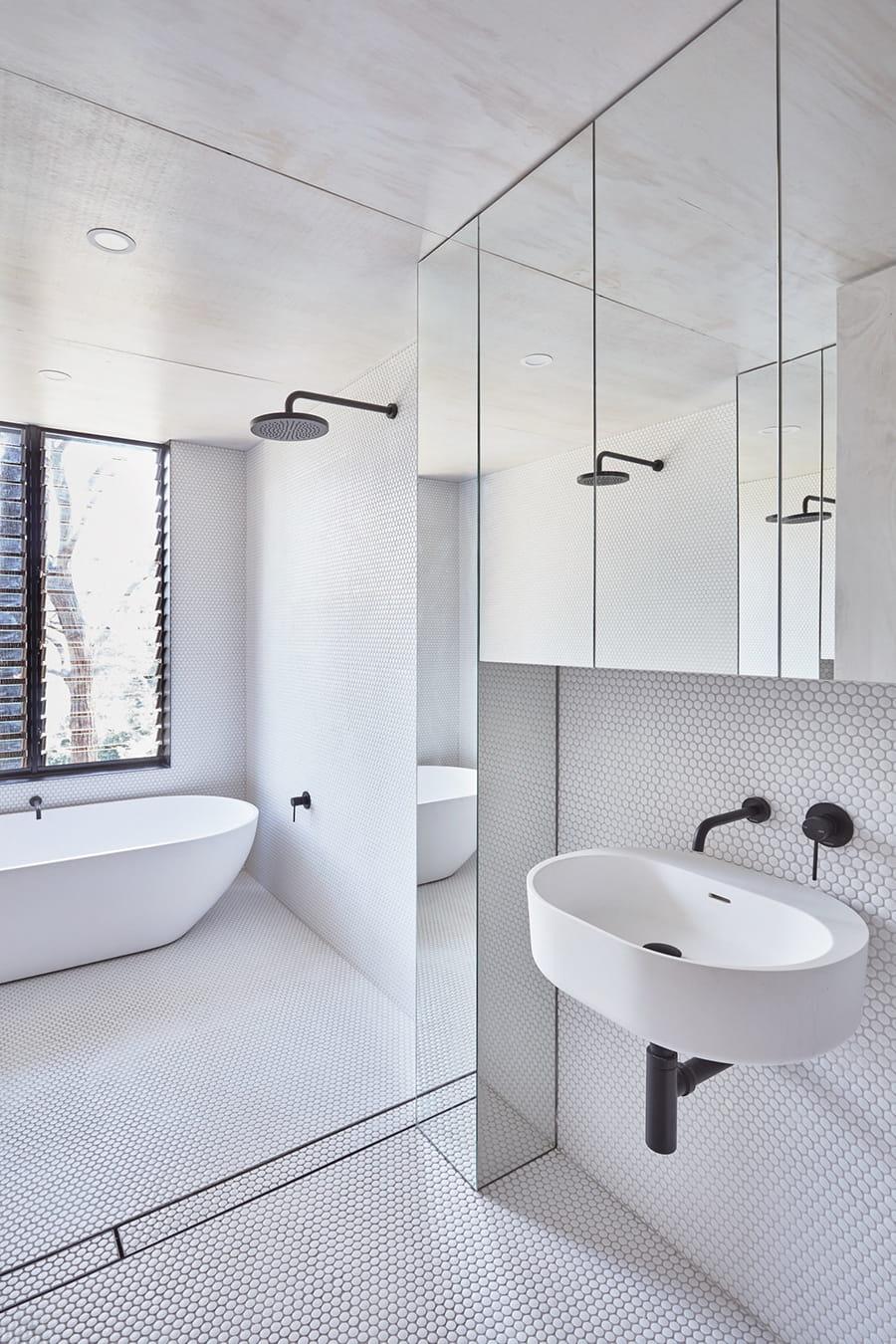 white minimum bathroom
