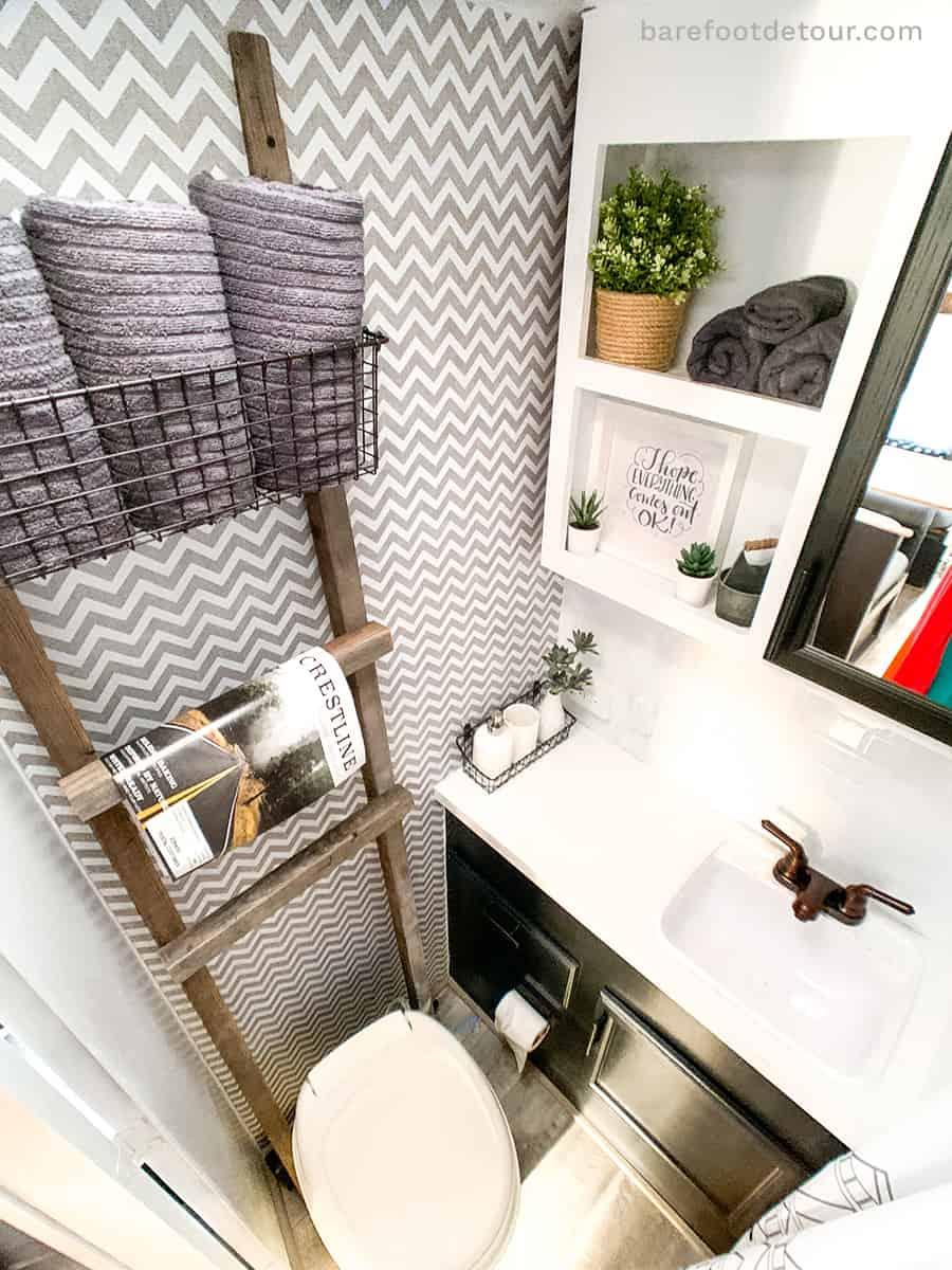 camper reno bathroom walls