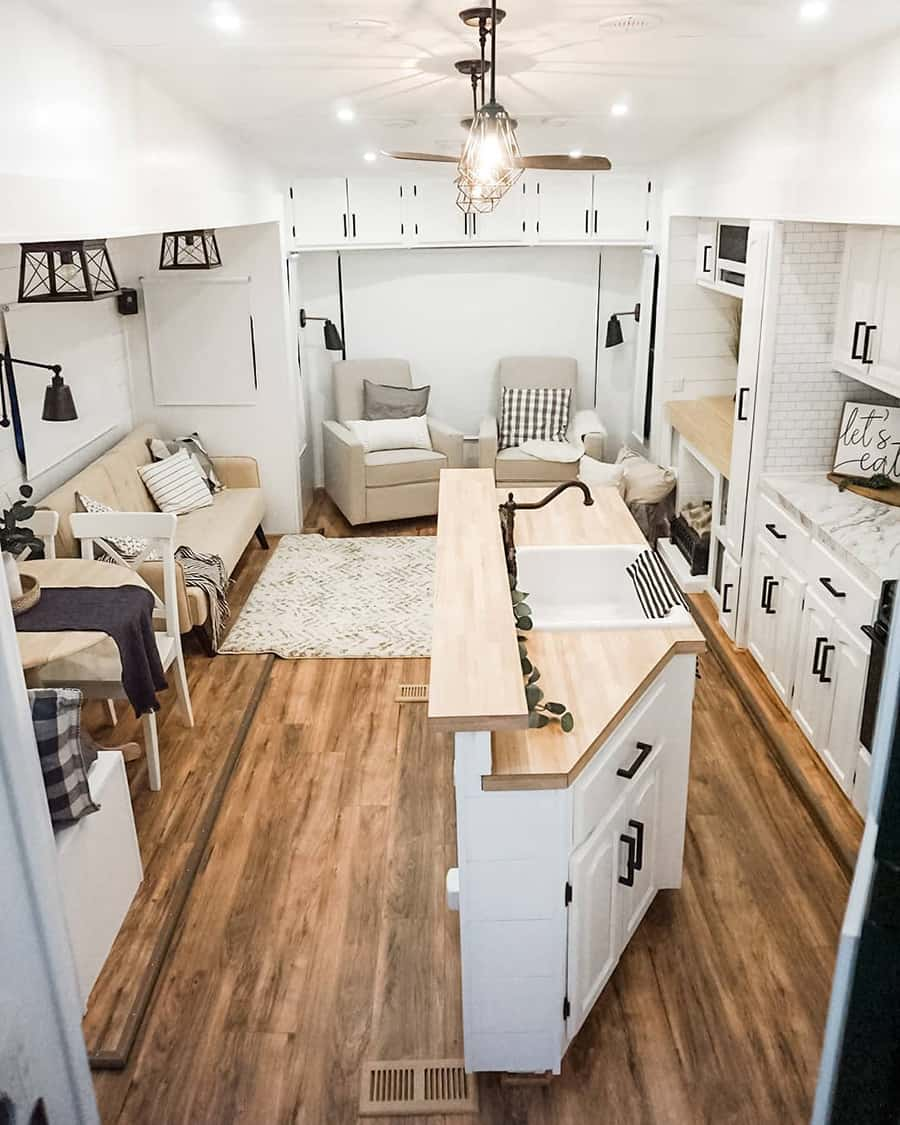 farmhouse fifth wheel